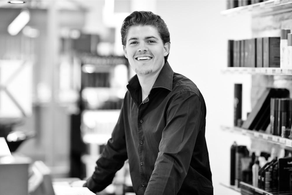 Carlo Spring - HAIR SPRING - Coiffeur im swissôtel Zürich-Oerlikon - Ihr Spezialist für modische Schnitte, brilliante Farben und professionelle Extensions